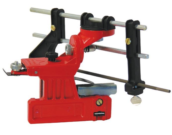 Точильный станок Champion C6500Шлифовальные и заточные машины<br><br><br>Описание: станок заточный ручной CHAMPION C6500 предназначен для обслуживания цепи электро- и бензопил. Набор необходим для заточки пильных цепей. Заточка цепей с помощью станка получается наиболее качественной и точной, в отличие от напильников.