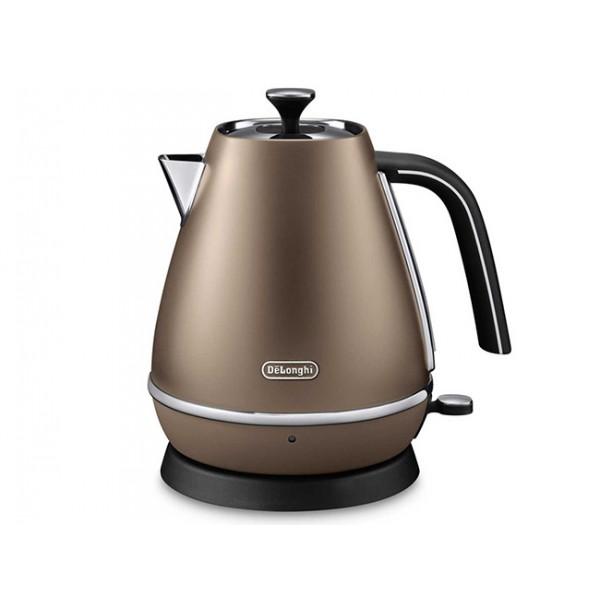 Электрочайник Delonghi KBI 2000 BronzeЧайники и термопоты<br>Чайник DeLonghi KBI 2000 BZ принадлежит дизайнерской коллекции Distinta, созданной для тех, кто ценит не только функциональную, но и красивую технику. Модель имеет достаточно компактные размеры, объем чайника составляет всего 0,8 л, поэтому он будет гармонично смотреться даже в небольшой кухне. Корпус имеет элегантное покрытие с эффектом матового металла, его дополняют блестящие хромированные элементы, придающие чайнику утонченный и благородный вид. Чайник Distinta - это настоящее воплощение итальянского стиля.<br><br>- Поворотное основание<br>Купить KBI 2000 BZ – гарантировать...<br><br>Тип   : Электрочайник<br>Объем, л  : 1<br>Мощность, Вт  : 2000<br>Тип нагревательного элемента: Закрытая спираль<br>Покрытие нагревательного элемента  : Нержавеющая сталь<br>Материал корпуса  : металл<br>Индикация включения  : Есть<br>Индикатор уровня воды  : Есть<br>Фильтр  : Есть<br>Отсек для хранения шнура: Есть