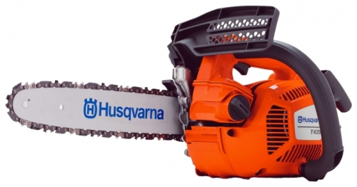 Бензопила Husqvarna Т435Пилы<br>Бензопила компактной конструкции для профессиональной работы на вышке. Отлично сбалансированная, с идеальным соотношением мощность-вес. Быстрый разгон и мощность даже при работе на низких оборотах. Двигатель X-Torq® экономит до 20% топлива.<br><br>Тип: бензопила<br>Конструкция: ручная<br>Мощность, Вт: 1500<br>Объем двигателя: 35.2 куб. см<br>Функции и возможности: антивибрация