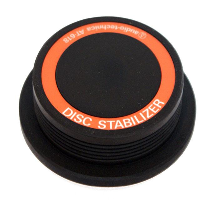 Прижим для виниловых пластинок Audio-Technica AT618Аксессуары для виниловых проигрывателей<br>Audio Technica AT618 - полезный аксессуар для любителей музыки, аудио-энтузиастов и Ди-джеев, для тех, кому нужна максимальная отдача от проигрывателя в виде высококачественного звука воспроизводимых записей. Расположенный на шпинделе стабилизатор AT618 добавляет 600 грамм веса повышая тем самым дополнительную устойчивость, и, как результат, улучшая качество звука. <br><br>Эффект применения этого аксессуара особенно хорошо заметен на искривленных дисках. <br>Стабилизатор AT-618 рекомендован к использованию с проигрывателями винила высокого класса, т.е. с качественной...<br>