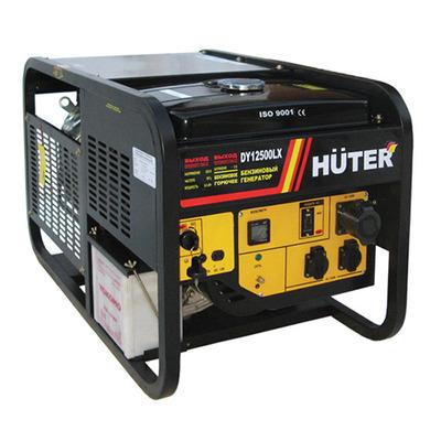 Электрогенератор Huter DY12500LXЭлектрогенераторы<br>- Бензиновый электрогенератор Huter DY12500LX является полностью автономным источником электроэнергии бытовых параметров, независящим от посторонних источников энергии.<br>- Встроенный электростартер с питанием от аккумулятора позволяет запустить агрегат быстро и без особых усилий.<br>- Приборная панель генератора содержит защищенные входы для потребителей на 220 В, а так же клеммы с напряжением 12 В для разного рода потребителей.<br>- Система обеспечивает довольно высокое качество напряжения для потребителя, что можно визуально наблюдать по вольтметру....<br><br>Тип электростанции: бензиновая<br>Тип запуска: электрический<br>Число фаз: 1 (220 вольт)<br>Тип охлаждения: воздушное<br>Объем бака: 25 л<br>Тип генератора: синхронный<br>Активная мощность, Вт: 8500<br>Защита от перегрузок: есть