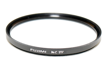 Светофильтр Fujimi MC-UV Super Slim 62ммСветофильтры<br>1.Разработан специально для цифровых фото и видеокамер высокого разрешения.<br>2.Высококачественный защитный фильтр с многослойным просветлением &amp;#40;dHD 2 слоя&amp;#41; изготовлен из оптического стекла.<br>3.Прозрачный многослойный защитный фильтр предохраняет объектив от пыли, загрязнений, отпечатков пальцев и тд.<br>4.Фильтр объектива dHD для защиты поверхности объектива камеры можно не снимать.<br><br>Тип: Защитный, ультрафиолетовый<br>Описание : 16 слойный, водоотталкивающий 62мм<br>Диаметр, мм: 62