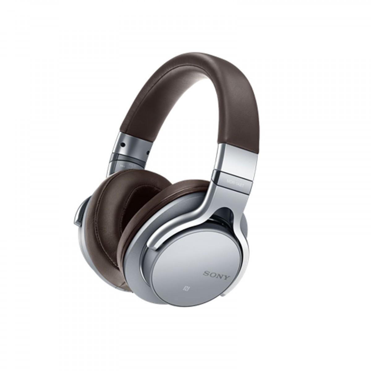 Гарнитура Sony MDR-1ABT SilverНаушники и гарнитуры<br>Sony MDR-1ABT Silver — изысканный выбор меломанов.<br>Создатели гарнитуры Sony MDR-1ABT Silver обещают, что в ней вы услышите буквально каждую ноту любой музыкальной композиции, будь то классика или хэвиметал. Они совершенно правы, ведь с частотным диапазоном от 4 Гц до 100 кГц вы можете слушать музыку даже на максимальной громкости и получать настоящий кайф от звучания.<br>Эта модель разрывает все шаблонные мнения о беспроводных наушниках. Никаких помех, передача сигнала по Bluetooth с полным сохранением высокого качества звука, поддержка аудио высокого разрешения — ...<br><br>Тип: наушники<br>Вид наушников: Мониторные<br>Тип подключения: Беспроводные<br>Номинальная мощность мВт: 100<br>Диапазон воспроизводимых частот, Гц: 4 Гц - 100 000 Гц<br>Сопротивление, Импеданс: 24 Ом<br>Чувствительность дБ: 98<br>Канал передачи данных: Bluetooth<br>Микрофон: есть
