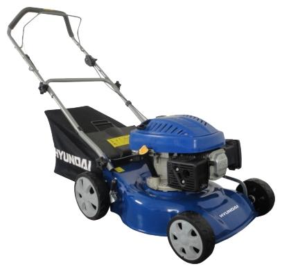 Газонокосилка Hyundai L 4300Газонокосилки и триммеры<br><br><br>Тип: газонокосилка<br>Тип двигателя: бензиновый<br>Ширина скашивания, см: 43 см<br>Регулировка высоты скашивания: есть<br>Тип травосборника: мягкий<br>Ручки для транспортировки: есть<br>Мощность двигателя (Вт): 2940<br>Мощность двигателя (л.с.): 4