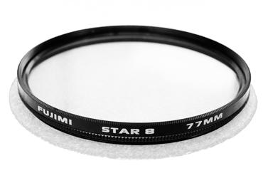 Светофильтр Fujimi 55 мм ROTATE STAR 8 (8 лучевой, с вращением)Светофильтры<br>Эффектные фильтры, это фильтры основное предназначение которых внести яркие и необычные моменты в рядовые ситуации.<br> <br> <br>  <br> <br> <br>Star Фильтры - представляют собой оптическое стекло с нанесенной тонкой насечкой в виде сетки. Вращая фильтр вокруг своей оси, можно добиться различного положения лучиков относительно горизонта. В зависимости от типа фильтров количество лучей может быть 4, 6 или 8<br> <br> <br>  <br> <br> <br>Создание фотографических поразительных эффектов звезд созданых из источника света или ярких отражений. Звёздный эффект будет более выраженным ...<br><br>Тип: Эффектный<br>Диаметр, мм: 55