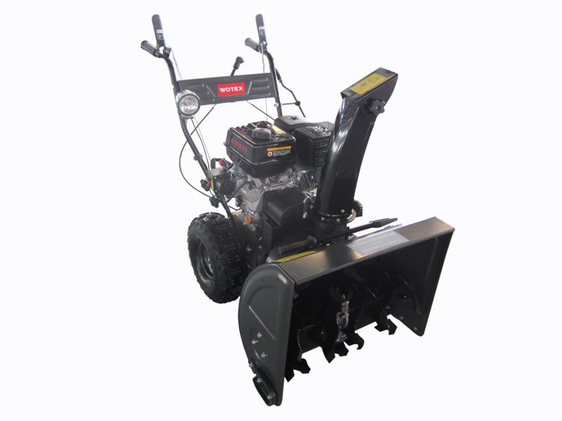 Снегоуборщик Wotex 90Снегоуборщики<br>Снегоуборщик бензиновый WOTEX90 обладает емкостным бензобаком объемом 6 литров, что позволяет работать несколько часов подряд без дополнительной заправки. Это очень надежная и долговечная модель, которая прослужит вам не одну зиму. Это самоходная модель, что делает работу с ней ещё более удобной. Для удобства запуска двигателя этот снегоуборщик оснащен электрозапуском. Вы всегда быстро и легко запустите двигатель при любой температуре. Весит машина 115 килограммов.<br><br>Тип: снегоуборочная машина<br>Тип системы очистки: двухступенчатая<br>Ширина захвата, см: 66<br>Высота захвата, см: 54<br>Дальность выброса снега, м: 15<br>Материал шнека: металл<br>Форма шнеков: рельефная (зубчатая)<br>Регулировка положения желоба выброса снега: механическая, с панели управления<br>Производитель и модель двигателя: Loncin<br>Мощность двигателя: 9 л.с.