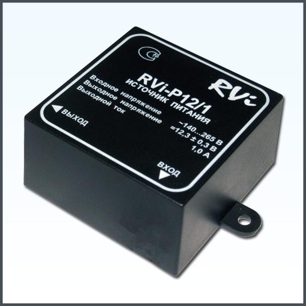 Источник питания RVi-P12/1Камеры видеонаблюдения<br><br>  Полностью закрытый корпус, обеспечивающий возможность наружной установки (корпус пыле- и влагонепроницаемый).<br><br>  Габаритные размеры источника обеспечивают возможность рамещения его в стандартной распределительной коробке размером 80х80х55 мм, а имеющиеся на корпусе приспособления для крепления &amp;ndash; возможность крепления источника вне коробки с помощью шурупов.<br><br>  Для исключения ошибок с полярностью при подключении нагрузки, выходные провода источника выполнены разного цвета (положительный вывод красного цвета, отрицательный - синего)....<br><br>Тип: Источники питания