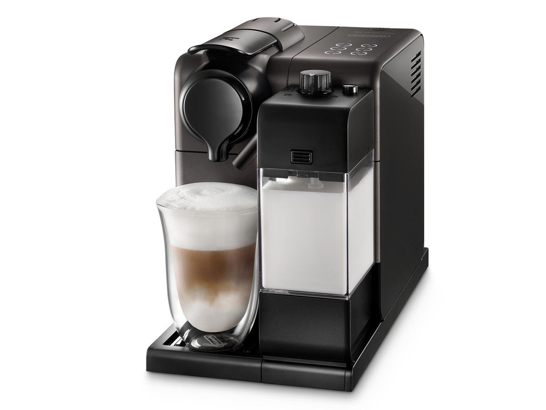 Кофеварка Delonghi EN 550 BMКофеварки и кофемашины<br><br><br>Тип : капельная кофеварка<br>Тип используемого кофе: Капсулы<br>Мощность, Вт: 1400<br>Объем, л: 0.9<br>Давление помпы, бар  : 19<br>Материал корпуса  : Пластик<br>Одновременное приготовление двух чашек  : Нет<br>Контейнер для отходов  : Есть<br>Съемный лоток для сбора капель  : Есть