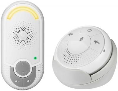 Радионяня Motorola MBP140 WhiteРадионяни<br>Радионяня представляет собой беспроводное устройство наблюдения за ребенком, которое является прекрасным помощником для родителей.<br><br>Радионяня Motorola MBP140 выполнена в стильном и функциональном дизайне. Родительский модуль имеет удобную округлую форму и может крепиться к одежде с помощью специальной клипсы.<br><br>Модель обладает всеми необходимыми для комфортной работы характеристиками: поддержка двусторонней связи, наличие высокочувствительного микрофона, ночником, радиус действия модели до 300 метров.<br><br>Дальность (откр.пространство): 300 м<br>Количество каналов: 10