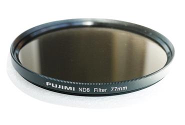 Светофильтр Fujimi ND4 72ммСветофильтры<br>Использование фильтра нейтральной плотности позволяет фотографу использовать большую диафрагму.<br> <br> <br>  <br> <br> <br>Вместо уменьшения диафрагмы что бы уменьшить светопропускание, фотограф может добавить ND фильтр для ограничения света, и можете установить скорость затвора в зависимости от конкретного желаемого результата.<br> <br> <br>  <br> <br> <br>Примеры использования:<br> <br> <br>  <br> <br> <br>  Размывание движения воды (например, водопадов, рек, океанов).<br> <br>  Сокращение глубины резкости при очень ярком свете (например, дневной свет).<br> <br>  При использовании вспышки выдержка...<br><br>Тип: ND фильтр<br>Диаметр, мм: 72
