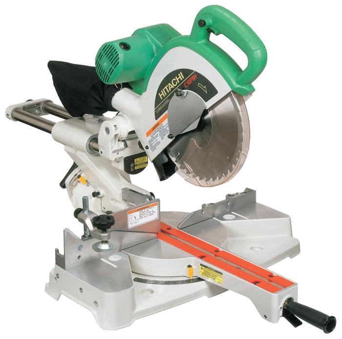 Торцовочная пила Hitachi C10FSHПилы<br>Торцовочная пила Hitachi C10FSH - профессиональный инструмент с двигателем мощностью 1,09 кВт. Пила предназначена для комбинированного распиливания заготовок из древесины, ламината, пластика и полимерных материалов. Система скользящих направляющих и лазерный указатель обеспечивают высокую точность реза.<br><br>Тип: торцовочная<br>Конструкция: настольная<br>Мощность, Вт: 1400<br>Функции и возможности: лазерный маркер, подключение пылесоса, пылесборник