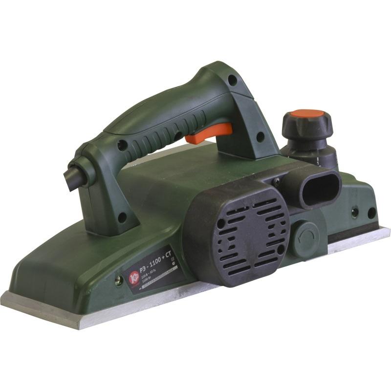 Электрорубанок Калибр РЭ-1100+СТЭлектрорубанки<br>Рубанок ручной электрический Калибр РЭ-1100&amp;#43;СТ предназначен для строгания плоских поверхностей древесины и строгания кромки &amp;#40;фаски&amp;#41; при изготовлении элементов деревянных конструкций.<br>- комплектуется опорой для крепления в стационарном положении<br>- мощность 1100 Вт, 16000 оборотов/минуту, ширина строгания 110 мм, глубина строгания 0-3 мм. <br>- возможность работы в перевернутом положении - снабжен специальными опорами.<br><br>Мощность Вт: 1100<br>Максимальное количество оборотов: 16000 об/мин