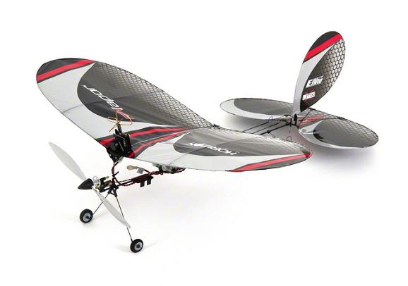 Радиоуправляемый самолет E-Flite Vapor FPVИгрушечные машинки и техника<br>Вы когда-нибудь мечтали очутиться на месте пилота самолета? Благодаря E-flite® FPV Vapor ваша мечта стала реальностью. Крошечная видеокамера на модели обеспечивает качественную передачу видео в режиме реального времени. Изображение настолько реалистичное, что вы как будто находитесь в кабине пилота. FPV Vapor - это модель ультра микро, а значит вы можете насладиться полетом в помещении. Невероятно легкая конструкция и высококачественная система двигателей обеспечивают отличное управление даже на малой скорости. Теперь вы не ограничены в выборе места...<br>