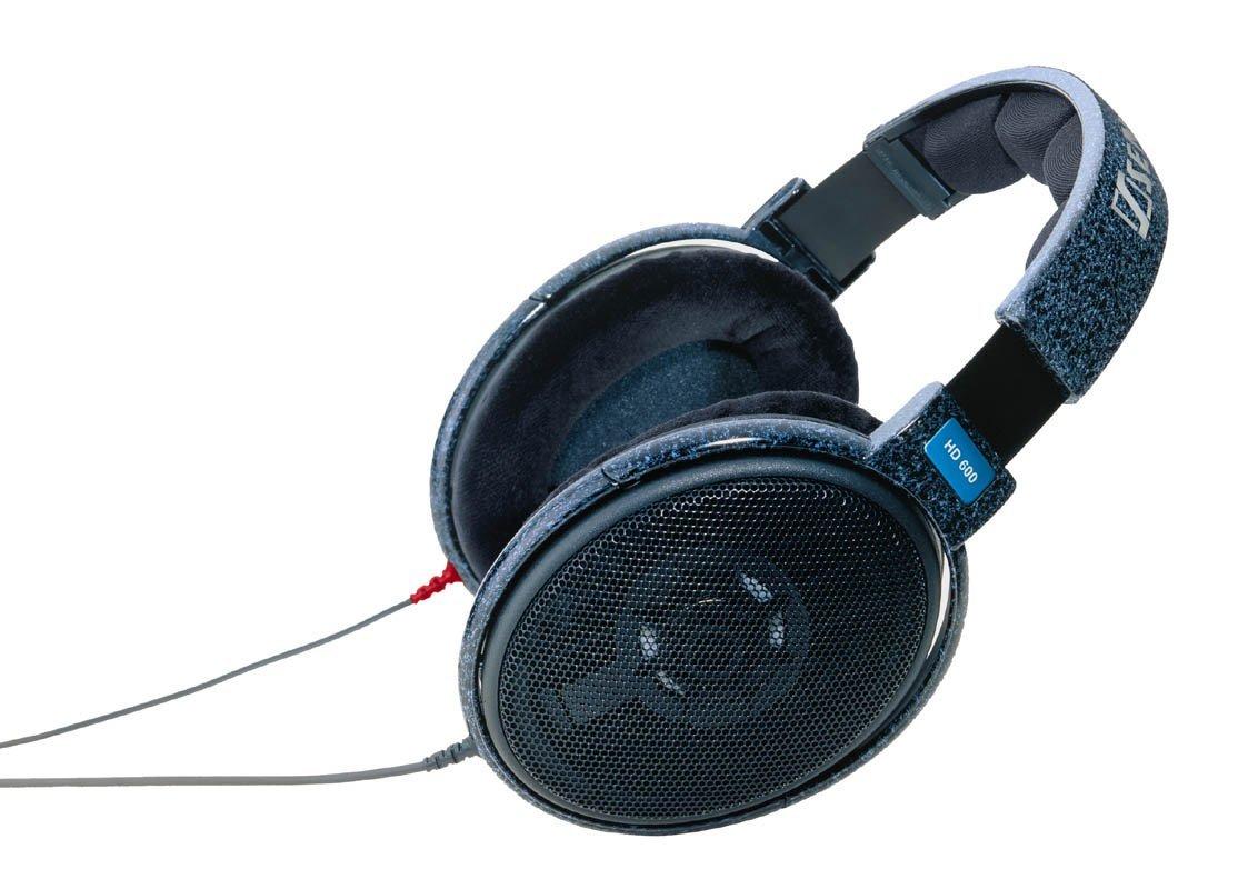 Наушники Sennheiser HD 600Наушники и гарнитуры<br>Sennheiser hd600: новый взгляд на звук!<br>Еще больше объемного звука, еще больше детализации и мощных басов! Эти открытые мониторные наушники Sennheiser hd 600 заставляют взглянуть на звук абсолютно по-новому! Посмотрите на обзор характеристик: диапазон частот — от 12 до 39 000 Гц, импеданс —300 Ом. Такие возможности впечатляют и, определенно, внушают уважение! Не влюбиться в эти наушники невозможно, вы сами это поймете!<br>Для прослушивания музыки дома и, конечно, для профессионального мониторинга звука эти наушники — лучший вариант! Купить их по самой доступной и приятной...<br><br>Тип: наушники<br>Вид наушников: Накладные<br>Тип подключения: Проводные<br>Диапазон воспроизводимых частот, Гц: 12 - 39000 Гц<br>Сопротивление, Импеданс: 300 Ом<br>Чувствительность дБ: 97
