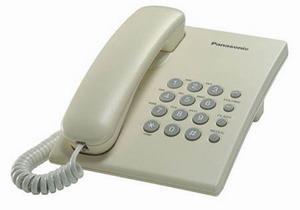 Проводной телефон Panasonic KX-TS2350RUJПроводные телефоны<br>Panasonic kx ts2350ruj — идеальная классика.<br> Проводной телефон Panasonic kx ts2350ruj — это классика, а классика, как известно, идеальна и для офиса, и для дома. Полный набор всех функций, включая переадресацию, тональный набор, регулятор громкости, отключение звонка и электронное разъединение — этот аппарат всегда будет вашим надежным помощником и партнером в любых, как дружеских, так и деловых переговорах.<br>Чтобы купить этот телефон, вам даже не понадобиться выходить из дома. Просто закажите его на technomart.ru и наш курьер доставит его прямо к порогу вашей квартиры!...<br><br>Тип: проводной телефон<br>Разъем для гарнитуры: есть<br>Количество линий : 1<br>Переадресация (Flash): есть<br>Повторный набор номера: есть<br>Тональный набор: есть<br>Кнопка выключения микрофона: есть<br>Регулятор уровня громкости: есть<br>Возможность настенной установки: есть<br>Электронное разъединение: есть