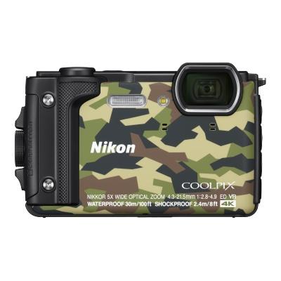 Цифровой фотоаппарат Nikon Coolpix W300 GreenЦифровые фотоаппараты<br>Производители все реже представляют новинки компактных камер. Это неудивительно, ведь данный сегмент устройств резко сократился в последние годы под натиском камер смартфонов.<br> <br>Nikon Coolpix W300 — это первая компактная камера Nikon, представленная в 2017 году.<br> <br>Модель, как это хорошо видно по ее внешнему виду, имеет защищенный корпус. Причем, в данном случае защита действительно очень продвинутая. Камера выдерживает погружения под воду &amp;#40;до 30 м&amp;#41;, не боится падений с высоты до 2,4 м. Также она может работать при температуре до -10 °C.<br> <br>Она рассчитана для использования...<br><br>Цвет: Камуфляж<br>Кроп фактор: 5.62<br>Тип матрицы: CMOS<br>Размер матрицы: 1/2.3<br>Количество эффективных мегапикселей: 16<br>Чувствительность: 125 - 3200 ISO, Auto ISO