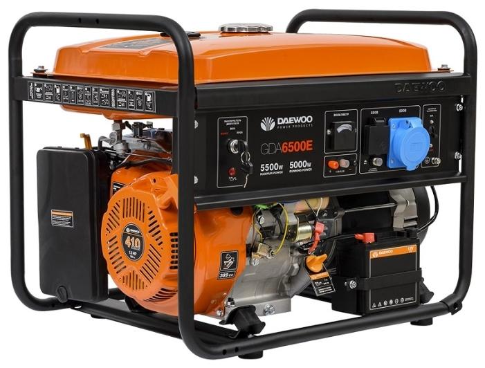 Электрогенератор Daewoo GDA 6500EЭлектрогенераторы<br><br><br>Тип электростанции: бензиновая<br>Тип запуска: ручной, электрический<br>Число фаз: 1 (220 вольт)<br>Объем двигателя: 389 куб.см<br>Мощность двигателя: 13 л.с.<br>Тип охлаждения: воздушное<br>Объем бака: 25 л<br>Активная мощность, Вт: 5000<br>Защита от перегрузок: есть