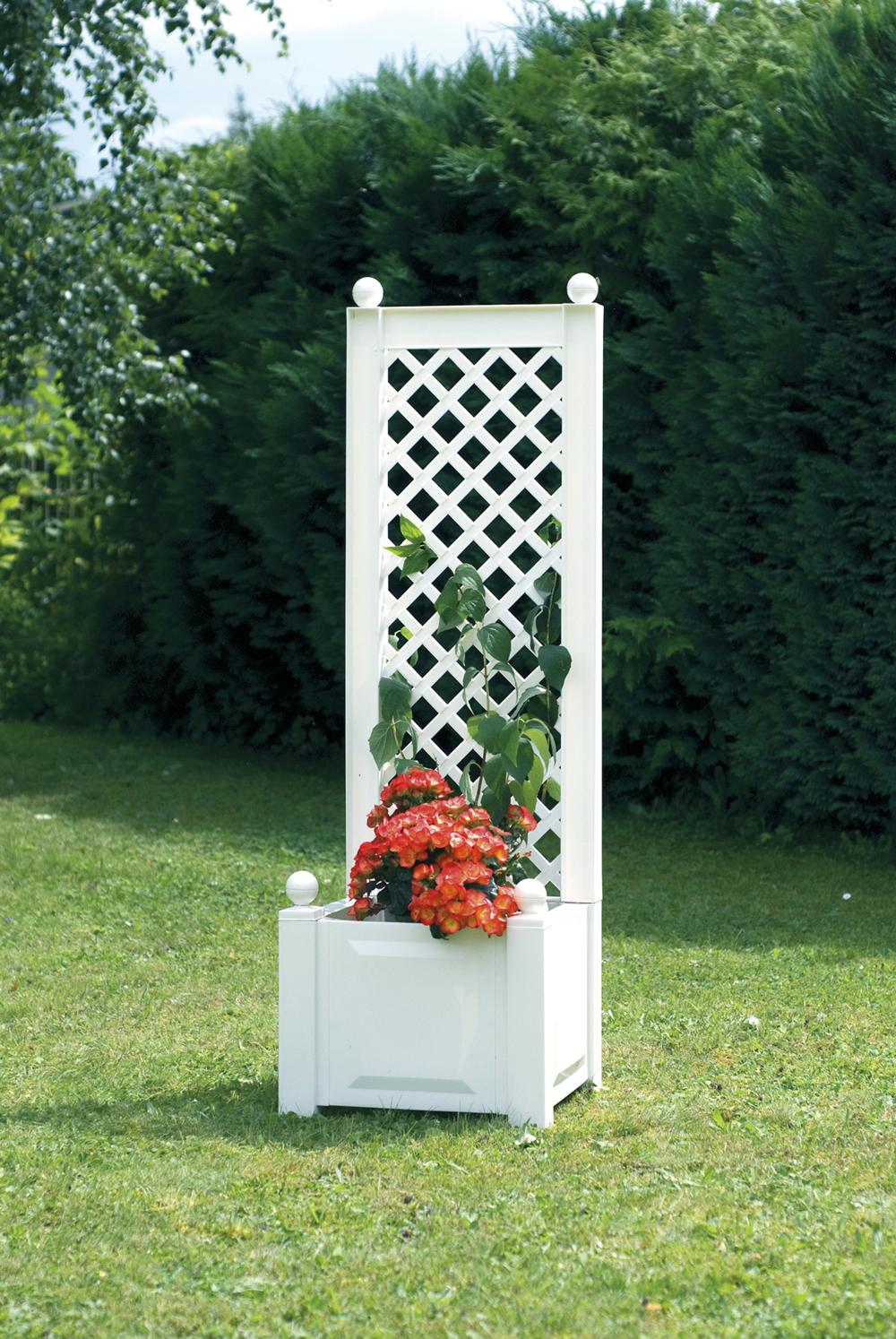 Ящик для растений KHW 37201 WhiteСадовые конструкции<br>Маленький ящик для растений KHW 37201 со шпалерой белый<br><br>Маленький ящик KHW со шпалерой имеет привлекательный дизайн в белом цвете, который будет стильно и празднично смотреться на садовом участке. Кроме того, такая конструкция привлекательна и с практичной стороны, ведь возвышающаяся шпалера над ящиком будет отличной защитой от ветра и палящего солнца для растений, которые высажены в ящике.&amp;nbsp;&amp;nbsp;Также шпалера выступает опорой для вьющихся растений. Объем клумбы составляет 44 л.<br><br>Вариантов размещения ящика для растений KHW огромное множество. Установить...<br><br>Тип: ящик для растений<br>Объем, л: 44<br>Материал : полипропилен<br>Шпалера в комплекте: есть<br>Ящик для растений: есть