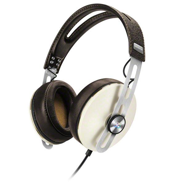 Наушники Sennheiser Momentum 2.0 Over-Ear (M2 AEI) IvoryНаушники и гарнитуры<br>Составляющие успеха наушников Sennheiser Momentum 2.0 Over-Ear (M2 AEI) Ivory.<br>Наушники Sennheiser Momentum 2.0 Over-Ear (M2 AEI) Ivory с большими охватывающими амбушюрами и кожаным оголовьем понравятся всем, кто любит по-настоящему красивые и качественные вещи. Потрясающий звук, роскошный дизайн, оптимальная цена — у этой модели есть все главные составляющие успеха, которым, надо сказать, она уже давно пользуется.<br>Наденьте эти наушники, синхронизируйте со своим айфоном, ощутите мягкость ткани амбушюр, нежность кожи оголовья, а затем почувствуйте всю мощь и чистоту звучания ваших...<br>