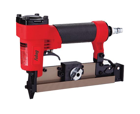 Гвоздезабиватель FUBAG P25Степлеры<br>Шпилькозабивной пневматический степлер Fubag P25 необходим в отделочных работах &amp;#40;крепление наличников, штапиков рам, элементов декора и т.п.&amp;#41;. Для работы используются шпильки без шляпки малого диаметра, длиной 10-25 мм, что делает крепление надёжным и практически незаметным.<br><br>Тип: пневматические