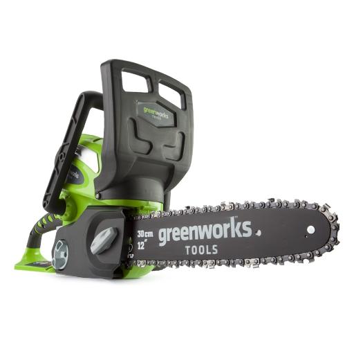 Электрическая цепная пила GreenWorks G40CS30 0 20117Пилы<br>Аккумуляторная цепная пила GreenWorks G40CS30. Это полупрофессиональная модель для ведения лесного хозяйства. Позволяет распиливать стволы и брёвна, сучья и ветки. <br>Используется шина и цепь производства Oregon. Шины Oregon изготавливаются из кремнистой стали. Кремнистая сталь обладает высокими прочностными характеристиками и лёгкостью. <br>Цепи Oregon экономят энергию, меньше изнашивая пилу. <br>Материал из которого изготавливаются звенья, уменьшает вибрацию и отдачу. Повышается комфортабельность при работе с электропилой. <br>Удобная передняя рукоятка, позволит...<br>