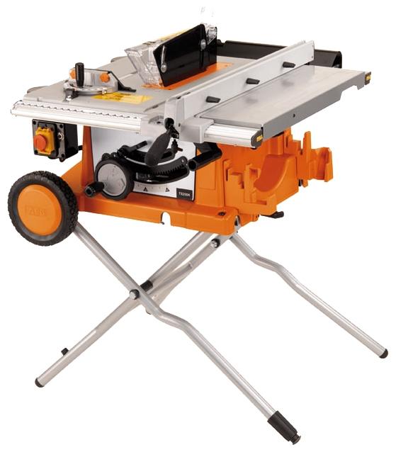 Дисковая пила AEG 419265 TS 250 KПилы<br>Настольная пила AEG TS 250 K 419265 используется для распилки заготовок из дерева и деревосодержащих материалов &amp;#40;ДСП, ДВП&amp;#41;. Для точности продольного пиления имеется параллельный упор, а угловой упор позволяет пилить под 45 градусов без разметки заготовки. Также пильная часть может наклоняться до 45 градусов - для производства более сложных резов. Удобные опоры складываются для удобства хранения и транспортировки.<br><br>Тип: дисковая<br>Конструкция: станок<br>Мощность, Вт: 1800<br>Функции и возможности: плавный пуск