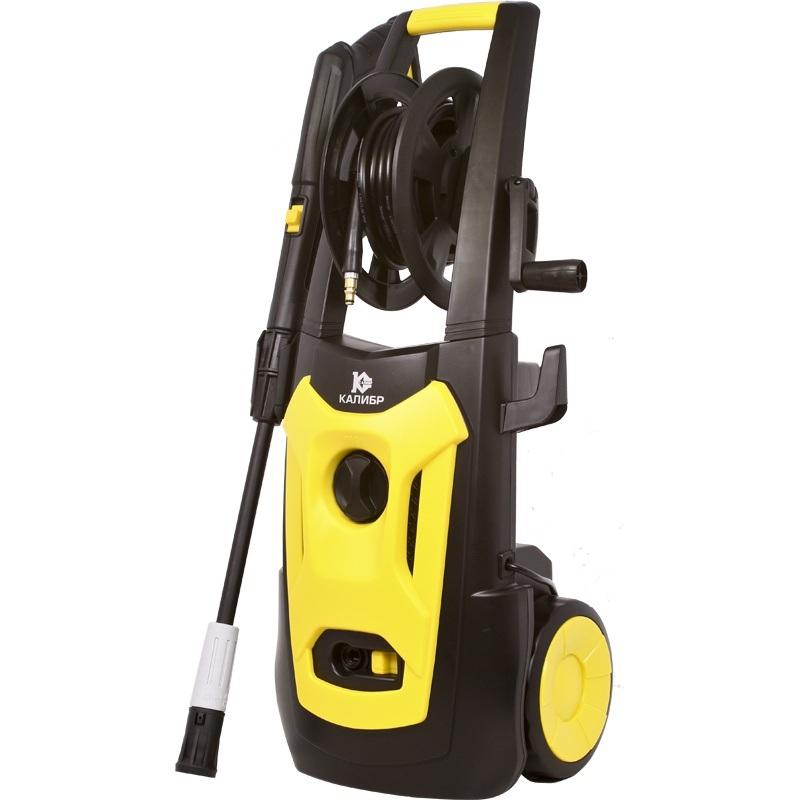Мойка высокого давления Калибр ВДМ-1600Мойки высокого давления<br>Небольшая, но мощная мойка высокого давления с функцией самовсасывания.<br><br>Комплектация:<br>- Металлическая ручка – держатель катушки шланга;<br>- Встроенная бутыль для моющих средств;<br>- Транспортировочные колеса;<br>- Шланг подачи воды на катушке;<br><br>Давление, Бар: 130<br>Производительность, л/час: 360<br>Потребляемая мощность: 1.6 кВт·ч<br>Насадки: стандартная<br>Шланг ВД: способ хранения: катушка