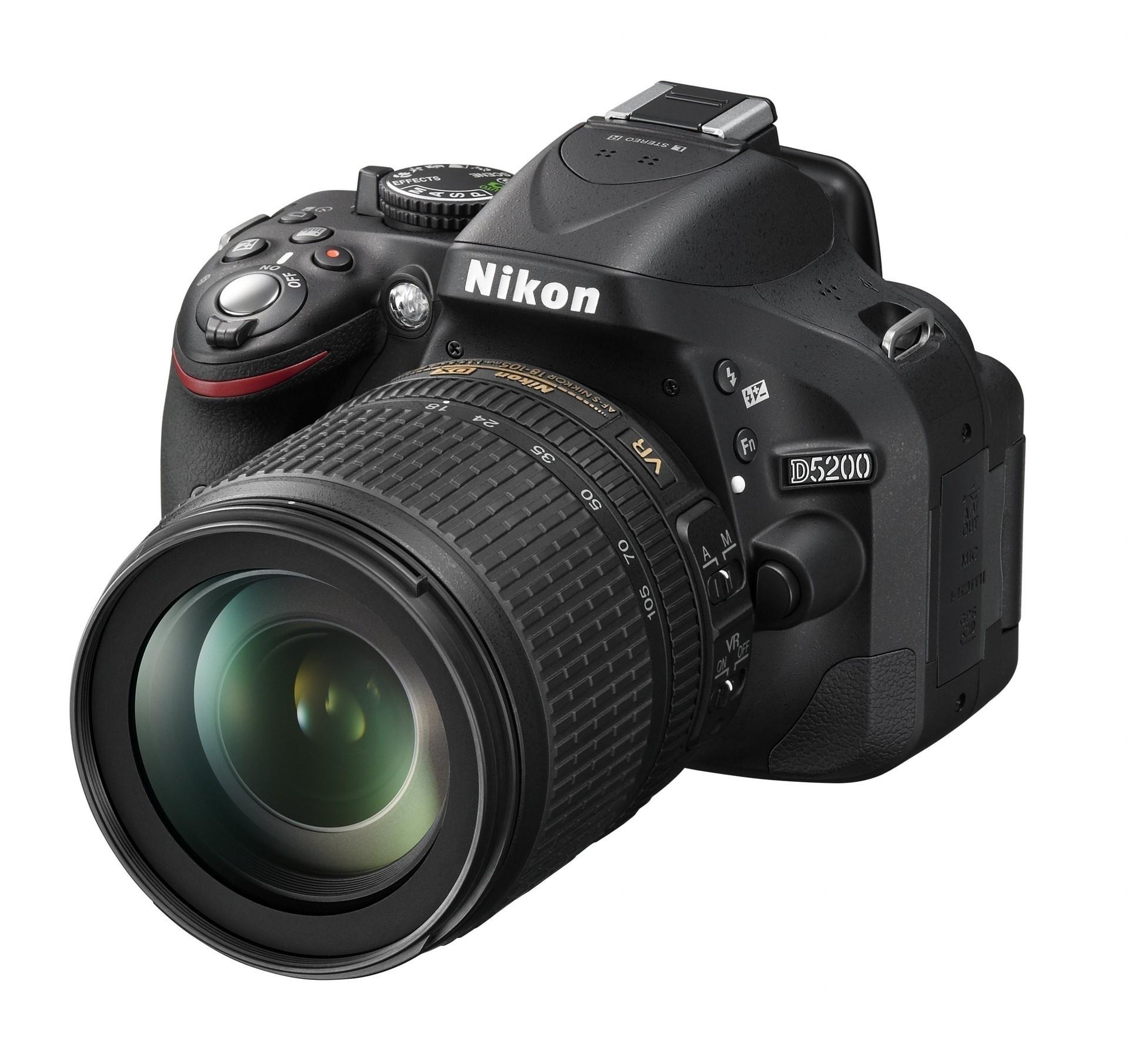 Зеркальный фотоаппарат Nikon D7200 Kit 18-105 VRЦифровые зеркальные фотоаппараты<br><br><br>Стабилизатор изображения: нет<br>Носители информации: SD, SDHC, SDXC<br>Видеорежим: есть<br>Звук в видеоклипе: есть<br>Вспышка: есть<br>Кроп фактор: 1.5<br>Тип матрицы: CMOS<br>Размер матрицы: APS-C (23.5 x 15.6 мм)<br>Число эффективных пикселов, Mp: 24.2 млн<br>Чувствительность: 100 - 3200 ISO, Auto ISO
