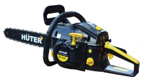 Бензопила Huter BS-45МПилы<br>Бензопила Huter BS-25 - инструмент для бытового использования, например, для подрезки деревьев в саду, небольшого ремонта. Оснащена двигателем мощностью 1.1 л.с. Для удобства при длительной работе пила оборудована виброгасящей системой. Смазка цепи происходит автоматически. Рукоятка бензопилы Huter BS-25 имеет удобную для захвата форму. Расширенная нижняя часть рукоятки - для защиты руки при разрыве цепи. При нажатии на передний упор срабатывает тормоз и пильная цепь моментально останавливается. Пила укомплектована шиной длиной 30 см для подрезки небольших...<br><br>Тип: бензопила<br>Конструкция: ручная<br>Мощность, Вт: 1800<br>Объем двигателя: 45 куб. см<br>Функции и возможности: антивибрация, тормоз цепи