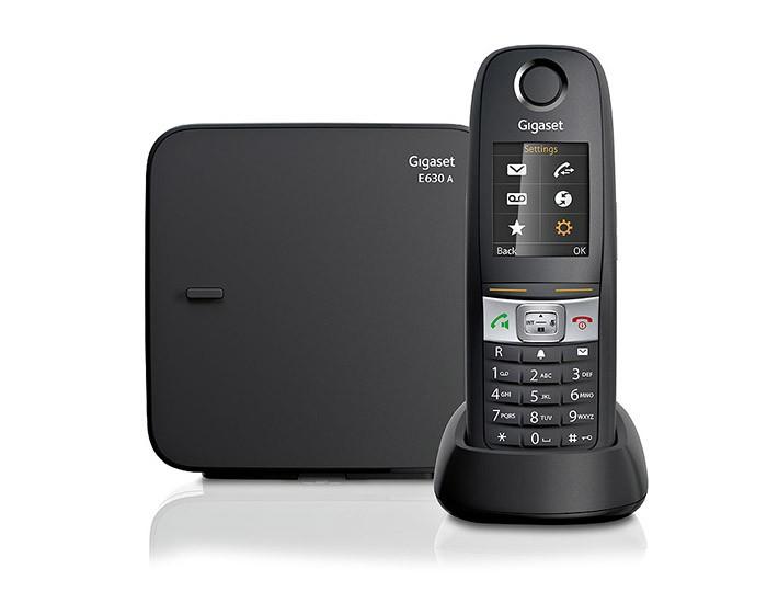 Радиотелефон Gigaset E630A BlackРадиотелефон Dect<br>Радиотелефон gigaset e630a black укомплектован одной трубкой. Однако это не доставляет неудобств в пользовании телефона как в домашних условиях, так, например, и на территории загородного дома. Радиотелефон всемирно известного производителя e630a black в особой рекламе не нуждается – его качественные и технические характеристики безукоризненны. Одним из преимуществ радиотелефона данного бренда является поддержка стандартов  DECT  и GAP. Пользователям с детьми импонирует специальный режим «радио-няня». А также другие дополнительные функции: определите...<br><br>Тип: Радиотелефон<br>Количество трубок: 1<br>Стандарт: DECT/GAP<br>Радиус действия в помещении / на открытой местност: 50/300<br>Возможность набора на базе: Нет<br>Проводная трубка на базе : Нет<br>Время работы трубки (режим разг. / режим ожид.): 14/300<br>Дисплей: есть<br>Журнал номеров: 20