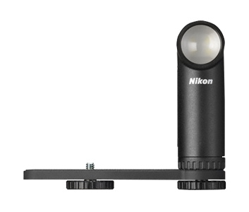 Вспышка Nikon LD-1000 BlackВспышки<br>Стильная светодиодная лампа. Этот многофункциональный и простой в использовании источник непрерывного света идеально подходит для макрофотосъемки и съемки видеороликов с малого расстояния. Эту маленькую и легкую лампу можно с легкостью прикрепить к фотокамере или отсоединить и использовать отдельно. <br><br>Светодиодную лампу легко регулировать, даже когда она прикреплена к фотокамере, что способствует созданию эффектных изображений. В отличии от использования вспышки, со светодиодной лампой еще до создания снимка легко определить, удачно ...<br><br>Тип вспышки: обычная