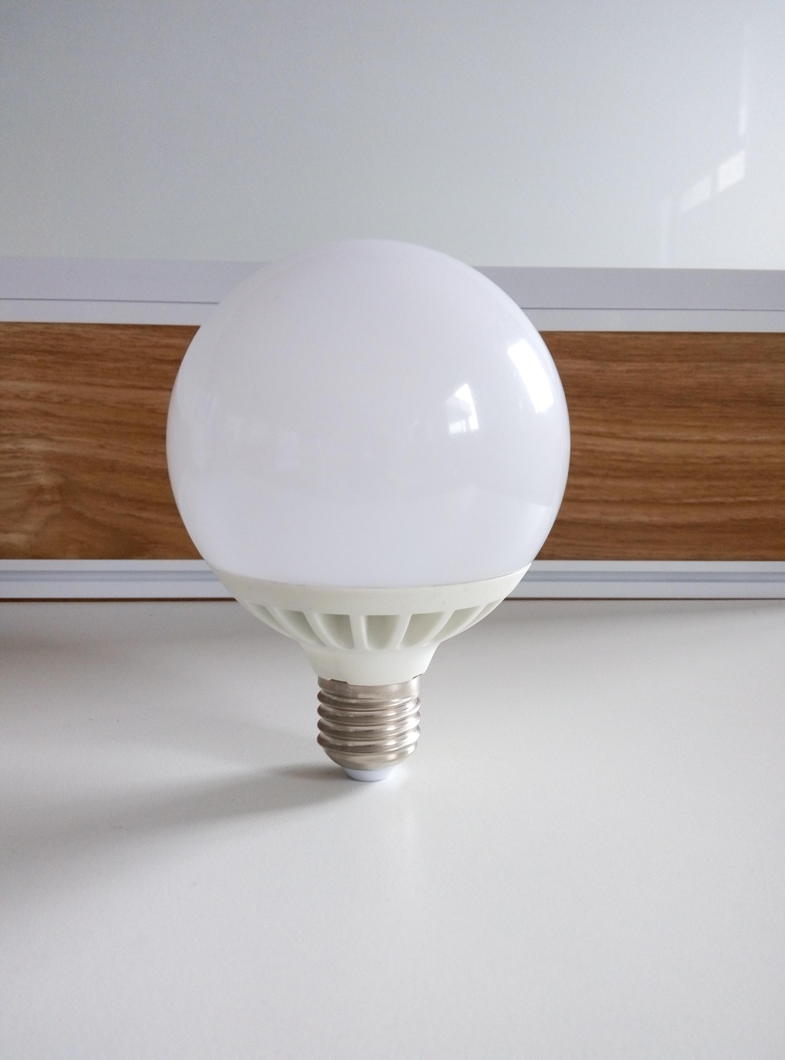 Светодиодная лампа VKlux BK-27W15G95Светодиодные лампы<br><br><br>Тип: светодиодная лампа<br>Тип цоколя: E27<br>Рабочее напряжение, В: 220<br>Мощность, Вт: 15<br>Световой поток, Лм: 1500<br>Цветовая температура, K: 3000<br>Угол раскрытия, °: 270