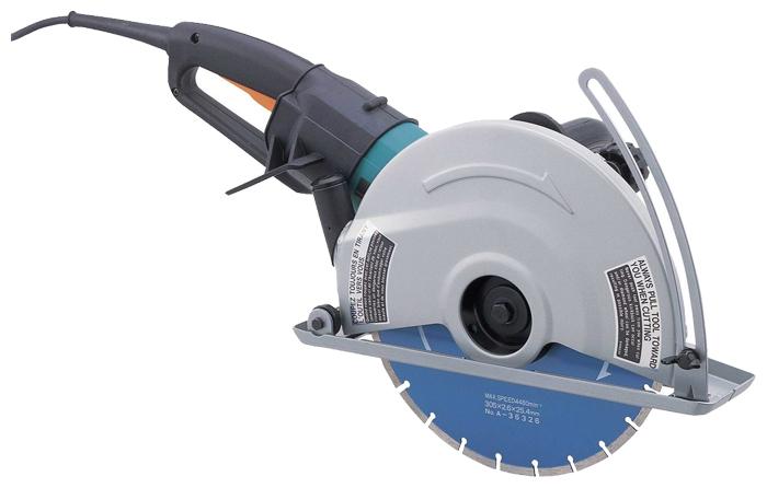 Пила алмазная Makita 4112HSПилы<br>- Алмазный диск &amp;#40;диаметр — 305 мм&amp;#41; обеспечивает максимальную глубину резки 100 мм<br>- Плавный пуск<br>- Мягкость и комфорт при резке<br>- Специальная система привода с муфтой Super-Joint-System от Makita предотвращает рывки инструмента при работе и пуске.<br>- В кейсе<br>- Без диска<br><br>Тип: алмазная<br>Конструкция: ручная<br>Мощность, Вт: 2400