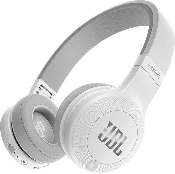 Наушники JBL E 45 WhiteНаушники и гарнитуры<br><br><br>Тип: наушники<br>Тип подключения: Беспроводные<br>Диапазон воспроизводимых частот, Гц: 20-20000<br>Сопротивление, Импеданс: 32 Ом<br>Микрофон: есть