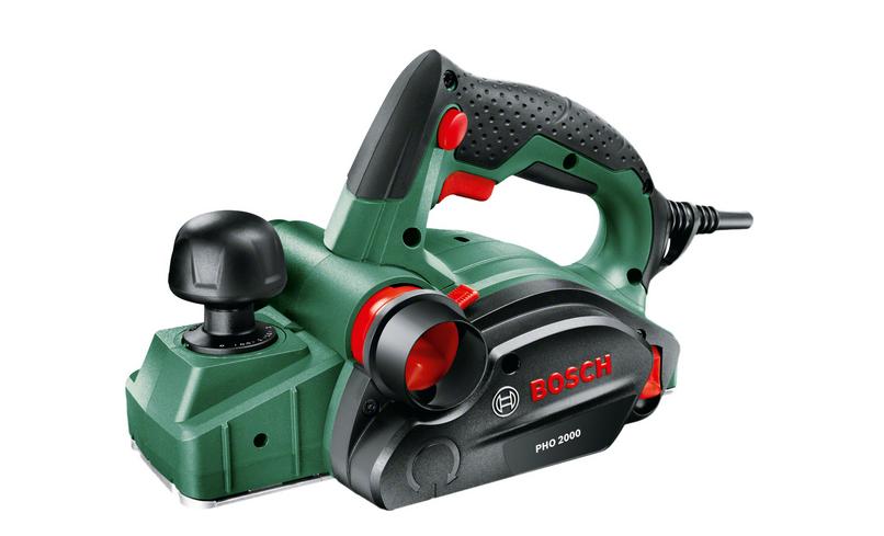 Электрорубанок Bosch PHO 2000 [06032A4120]Электрорубанки<br>Быстрота, точность и эффективность<br><br>Потребительские преимущества<br>- Компактный и мощный рубанок 680 Вт для сложных работ с глубиной строгания до 2 мм<br>- Система двустороннего выброса стружки с разъёмом для подсоединения пылесборного мешка или пылесоса — выброс стружки в правую или левую сторону &amp;#40;в зависимости от условий работы&amp;#41;<br>- Запатентованная система ножей Woodrazor для лёгкого строгания без лишних усилий, более простой и быстрой замены ножа и обеспечения высокого качества обработки поверхности<br><br>Дополнительные преимущества<br>- Система выброса...<br><br>Мощность Вт: 680<br>Максимальное количество оборотов: 19500 об/мин<br>Максимальная глубина строгания: 2 мм<br>Регулирование глубины строгания: есть<br>Ширина ножей: 82 мм<br>Количество ножей: 1<br>Максимальная глубина выборки паза: 8 мм<br>Дополнительная рукоятка: есть<br>V-образные пазы для скашивания кромок: есть