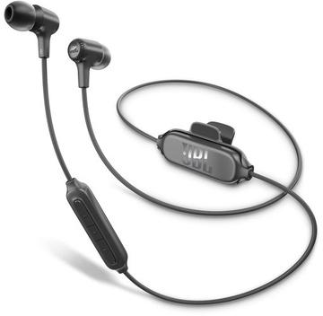 Наушники JBL E25ВТ BlackНаушники и гарнитуры<br>Наушники JBL E25BT – компактный гаджет, удобный в использовании благодаря применению сменных силиконовых амбушюров разного размера и клипсы для крепления к одежде. На коротком проводе расположен трёхкнопочный пульт со встроенным микрофоном, позволяющий отвечать на звонки, переключать треки и изменять громкость, не доставая смартфон из кармана. <br><br>- ПОЛНАЯ СВОБОДА ДЕЙСТВИЙ<br>Наушники могут одновременно подключаться к трём Bluetooth-устройствам – например, к смартфону, планшету и портативному плееру. Пользователю остаётся только выбрать активный в ...<br><br>Тип: гарнитура<br>Вид наушников: Вставные<br>Тип подключения: Беспроводные<br>Диапазон воспроизводимых частот, Гц: 20 - 20000<br>Сопротивление, Импеданс: 16 Ом<br>Микрофон: есть