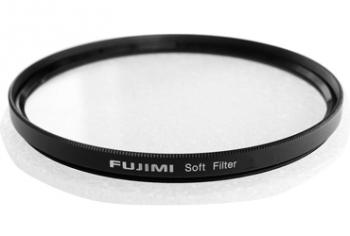 """Светофильтр Fujimi 82мм SOFT (смягчающий)Светофильтры<br>Soft Фильтры - стиль в фотографии имитирующий эффект старой оптики, а так же создание сказочных образов или скрытия дефектов при портретной съёмки.<br>Софт фильтры имеют неровную поверхность стекла и поэтому при нормальной цветопередаче слегка """"размывают"""" резкие границы на фотоснимке. Несмотря на то что их основное предназначение – портретная съемка, они так же хорошо себя зарекомендовали и при съемке пейзажей при хорошем солнечном боковом, а особенно контровом освещении. Их эффект можно сравнить с эффектом """"мягкого фокуса"""", который имеют ...<br><br>Тип: Soft<br>Диаметр, мм: 82"""