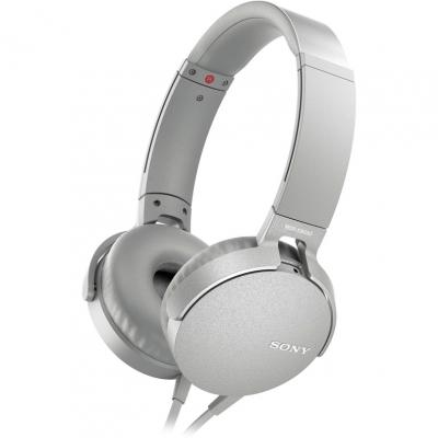 Наушники Sony MDR-XB550AP WhiteНаушники и гарнитуры<br>Компания Sony представила новые наушники MDR-XB550AP с функцией EXTRA BASS - теперь музыка стала еще мощнее, громче и басистее.<br><br>Технология EXTRA BASS усиливает глубину и выразительность звука на низких частотах. Это значит, что вы сможете окунуться в мощное звучание и прочувствовать каждый бит. Диапазон воспроизводимых частот - 5 Гц – 22000 Гц.<br><br>Наушники представлены в пяти цветах – черный, красный, синий, зеленый и белый. Выглядят они очень круто и явно смогут дополнить ваш собственный стиль. Также вы сможете наслаждаться длительным комфортным прослушиванием ...<br><br>Тип: гарнитура<br>Тип акустического оформления: Открытые<br>Вид наушников: Накладные<br>Тип подключения: Проводные<br>Номинальная мощность мВт: 102<br>Диапазон воспроизводимых частот, Гц: 5 - 22000<br>Сопротивление, Импеданс: 24 Ом<br>Чувствительность дБ: 102<br>Микрофон: есть