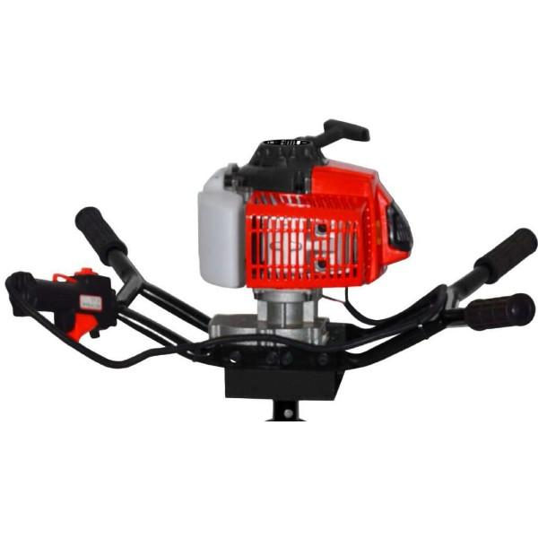 Мотобур Elitech БМ 70НМотобуры<br>Мотобур ELITECH БМ 70Н предназначен для бурения мягких, твердых и мерзлых грунтов, а так же бурения льда. Конструкция с двумя парами ручек позволяет работать как одному оператору, так и двум одновременно. Мотобур оборудован фирменным 2-х тактным двигателем мощностью 3,3 л.с. Максимальный диаметр бурения - 300 мм. Оптимален к применению при монтаже столбов, заборов, ограждений и других целей, связанных с бурением грунта.<br><br><br>Тип: мотобур<br>Объем двигателя, см3: 71<br>Мощность: 3.3 л.с.<br>Дополнительно: диаметр шнека, мм: 40-300. Длина шнека, мм: 800/1000. Тип двигателя: 2-тактный