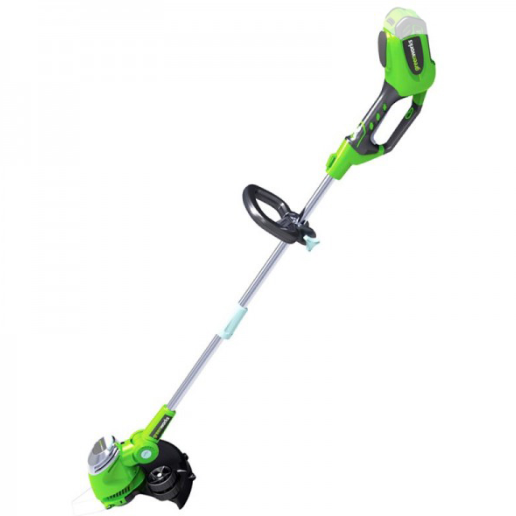 Триммер GreenWorks 21107 G-MAX 40V (G40LT30)Газонокосилки и триммеры<br>Аккумуляторный триммер GreenWorks GD40LT30. Это полупрофессиональная модель для скашивания травы и мягкой поросли, подравнивания травы в труднодоступных для газонокосилки местах. <br>Обладает регулируемой площадью скоса до 30см и оснащён катушкой с выводом лески диаметром 1,65мм. <br>Основание триммера наклоняется, для удобства подравнивания дорожек и.т.п <br>Удобная передняя рукоятка и наплечный ремень, позволят легко управлять триммером. <br>Для безопасной работы триммер оснащен предохранителем.<br><br>Особенности<br>- Работа от 40V аккумулятора совместимого с другими...<br>