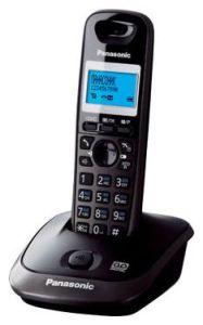 Радиотелефон Panasonic KX-TG2521RUTРадиотелефон Dect<br>Panasonic kx tg2521rut: секреты популярности.<br>Радиотелефон Panasonic kx tg2521rut пользуется огромной популярностью с момента его выпуска. Вы можете даже сейчас убедиться в этом: посмотрите отзывы тех, кто уже приобрел такой телефон, на любом тематическом сайте или форуме. Вы хотите узнать, почему этот радиотелефон так высоко оценивают?<br>Дело не только в его стильном и современном дизайне. Главное — это, конечно же, фирменное качество Panasonic и широкий функционал. Интерком, конференц-связь, цифровой автоответчик, запись разговора, автоматический определитель номера...<br><br>Тип: Радиотелефон<br>Количество трубок: 1<br>Рабочая частота: 1880-1900 МГц<br>Стандарт: DECT/GAP<br>Радиус действия в помещении / на открытой местност: 50 / 300 м<br>Проводная трубка на базе : Нет<br>Время работы трубки (режим разг. / режим ожид.): 18/170<br>Полифонические мелодии: 10<br>Дисплей: на трубке (монохромный с подсветкой), 2 строки<br>Возможность настенного крепления: Есть