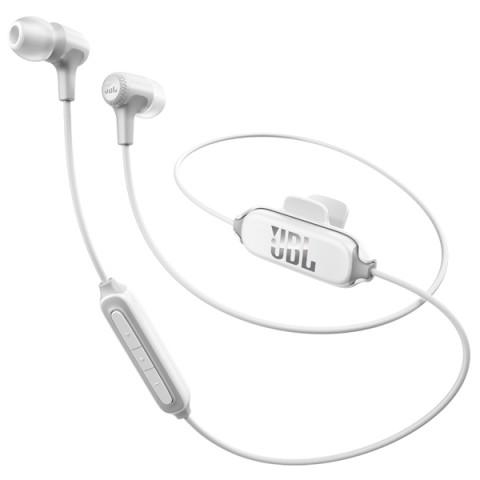 Наушники JBL E25ВТ WhiteНаушники и гарнитуры<br>Наушники JBL E25BT – компактный гаджет, удобный в использовании благодаря применению сменных силиконовых амбушюров разного размера и клипсы для крепления к одежде. На коротком проводе расположен трёхкнопочный пульт со встроенным микрофоном, позволяющий отвечать на звонки, переключать треки и изменять громкость, не доставая смартфон из кармана. <br><br>- ПОЛНАЯ СВОБОДА ДЕЙСТВИЙ<br>Наушники могут одновременно подключаться к трём Bluetooth-устройствам – например, к смартфону, планшету и портативному плееру. Пользователю остаётся только выбрать активный в ...<br><br>Тип: гарнитура<br>Вид наушников: Вставные<br>Тип подключения: Беспроводные<br>Диапазон воспроизводимых частот, Гц: 20 - 20000<br>Сопротивление, Импеданс: 16 Ом<br>Микрофон: есть