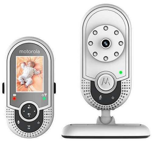 Радионяня Motorola MBP621 WhiteРадионяни<br>Видеоняня Motorola 621 является одним из лучших представителей домашних систем видеонаблюдения, это устройство обеспечивает максимальный контроль и удобство использования. Принимающая часть комплекта - родительский блок обладает цветным информативным дисплеем размером 1,8 дюйма, который детально отобразит происходящее в комнате малыша. Двусторонняя аудиосвязь позволяет не только слышать, но и общаться с малышом, успокоить голосом или прочитать сказку не отвлекаясь от повседневных дел.&amp;nbsp;&amp;nbsp; Между тем для экономии энергопотребления вовсе не...<br><br>Рабочая частота: 2407.5 MHz ~ 2475 MHz<br>Количество каналов: 21<br>Тип исп. бат. (род.блок): 2.4V, 750 mAh, никель- металлгидридные аккумуляторы