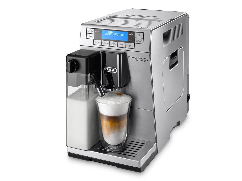 Кофемашина Delonghi ETAM 36.365 MКофеварки и кофемашины<br>С кофемашиной Delonghi ETAM 36.365 M PrimaDonna XS De Luxe вы всегда сможете приготовить один из любимых кофейных напитков с добавлением молока. Кофе-лате — это вид кофейного напитка, в котором содержится, по сравнению с другими кофе-напитками, больше всего молока. Макиято — вкусный напиток с горячим молоком. Известный всем кофеманам капучино — кофе с шикарной пенкой. Серебристый металлический корпус итальянского дизайна идеально дополнит любой кухонный интерьер. Эта ультратонкая модель, с шириной корпуса всего 19,5 сантиметров, без труда поместится даже на небольшой...<br><br>Тип используемого кофе: Зерновой\Молотый<br>Мощность, Вт: 1450<br>Объем, л: 1.3<br>Давление помпы, бар  : 15<br>Материал корпуса  : Пластик<br>Встроенная кофемолка: Есть<br>Емкость контейнера для зерен, г  : 160<br>Одновременное приготовление двух чашек  : Есть<br>Подогрев чашек  : Есть<br>Контейнер для отходов  : Есть