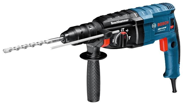 Перфоратор Bosch GBH 2-24 DF [06112A0400]Перфораторы<br>Высокопроизводительный универсальный инструмент<br><br>Потребительские преимущества<br>- Быстрое выполнение работы благодаря высокой скорости при сверлении и высокая производительность при долблении благодаря двигателю мощностью 790 Вт и энергии единичного удара 2,7 Дж<br>- Надежный и высокопрочный инструмент с долгим сроком службы благодаря высококачественным элементам и компактной конструкции<br>- Разнообразные области применения с блокировкой вращения в режиме долбления<br><br>Дополнительные преимущества<br>- Сменный патрон для быстрой смены между ударным...<br>