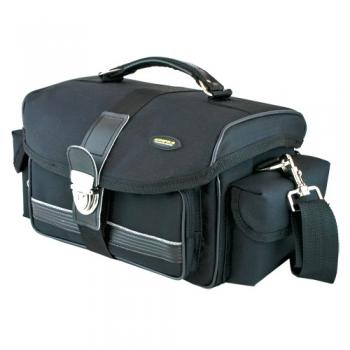 Сумка Acropolis КР-12Сумки, рюкзаки и чехлы<br><br><br>Тип: сумка<br>Описание : жесткий каркас, двойная с-ма закрытия: герметичная внутренняя крышка на «молнии» и твердая внешняя с цупферным замком, снизу сумки предусмотрено крепление для штатива<br>Вместимость: место для дополнительного объектива, крепление для штатива<br>Внешний карман: есть