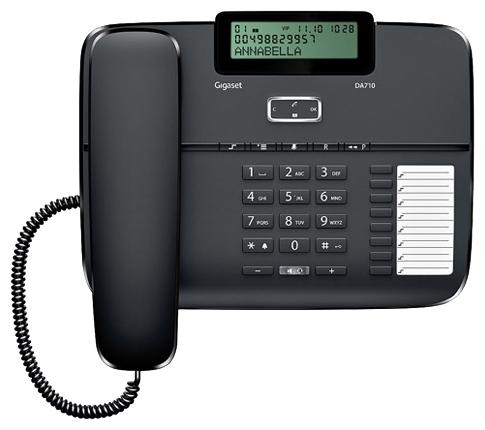 Проводной телефон Gigaset DA710 BlackПроводные телефоны<br>Gigaset da710, black: успешная и эффективная работа.<br><br><br>  <br><br><br>Вы знаете, в чем заключается секрет успешной и эффективной работы любого офиса? Конечно, в первую очередь, в безупречной связи. Ведь качественная связь &amp;mdash; это залог успеха любого бизнеса. Именно поэтому мы советуем вам обратить внимание на проводной телефон Gigaset da710, black, который всегда гарантирует не только качественную, но еще и очень удобную телефонную связь!<br><br><br>  <br><br><br>Перед покупкой взгляните на отзывы довольных покупателей, которые уже приобрели такую модель телефона. Такие комментарии —...<br><br>Тип: проводной телефон<br>Дисплей: есть<br>Органайзер: есть<br>Наборное поле на базе: есть<br>Громкая связь (спикерфон): есть<br>Разъем для гарнитуры: есть<br>Память (количество номеров): 100<br>Однокнопочный набор (количество кнопок): 8<br>Переадресация (Flash): есть<br>Повторный набор номера: есть