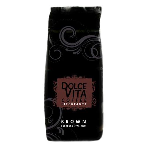 Кофе в зернах Dolce Vita Brown 1 кгКофе, какао<br>Роскошный, бархатистый и густой кофе эспрессо - воплощение традиционного итальянского вкуса. Плотная и устойчивая пенка делает его безупречным для приготовления капучино.<br><br>Смесь арабики и робусты является одним из наиболее популярных видов высококачественного кофе на мировом рынке. Составление кофейных смесей — это важнейший этап в производстве кофе, а каждый из компонентов должен обеспечить определенный вкус, аромат и другие специфические характеристики напитка. При этом все авторитетные кофейные компании ведут разработку собственной...<br><br>Тип: кофе в зернах