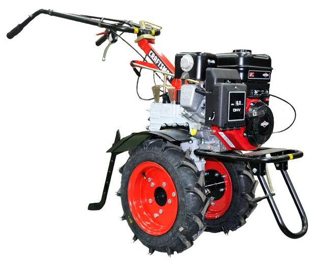 Мотоблок CRAFTSMAN 24030BМотоблоки и культиваторы<br><br><br>Объем топливного бака: 3.6 л<br>Ширина обработки почвы: 69.50 см<br>Глубина вспахивания: 40.5 см<br>Тип двигателя: бензиновый, четырехтактный<br>Производитель и модель двигателя: Briggs and Stratton I/C INTEK<br>Объем двигателя: 205 куб. см<br>Мощность двигателя: 4.78 кВт / 6.50 л.с.<br>Тип сцепления: дисковое<br>Тип редуктора: зубчатый<br>Количество передач: 3 вперед, 1 назад
