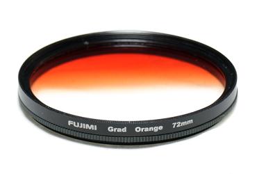 Светофильтр Fujimi GRAD.ORANGE 58 ммСветофильтры<br>Градиентные фильтры, чаще всего применяются в пейзажной фотосъёмке, представляют собой частично окрашенные, условно скажем в верхней части, стёкла или пластинки из органического стекла, при этом оставшаяся часть светофильтра совершенно бесцветна. Фильтры, частично окрашенные в нейтрально-серый цвет, называют нейтрально-серыми градиентными, а окрашенные в любой другой цвет &amp;ndash; цветными градиентными.<br> <br> <br>  <br> <br> <br>На данные момент не существует полноправной замены нейтрально-градиентных фильтров функциями фото редакторов. Когда вам нужно ...<br><br>Тип: Градиентный<br>Диаметр, мм: 58